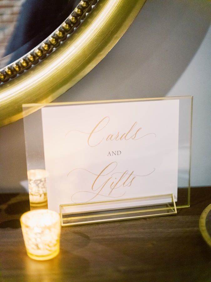 gift sign